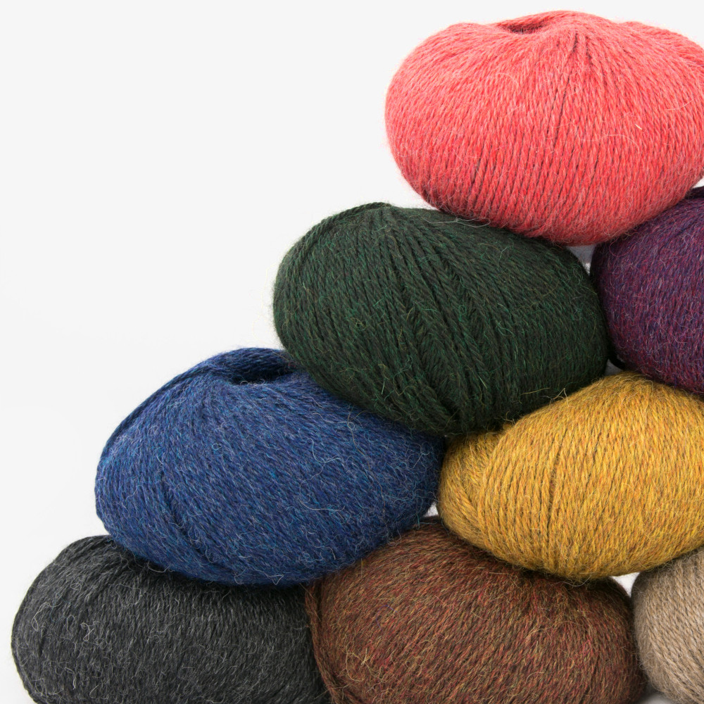 120 High Quality Yarns in 3.000 Colors